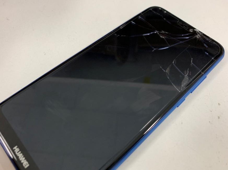 表面ガラスが割れたP20 Lite