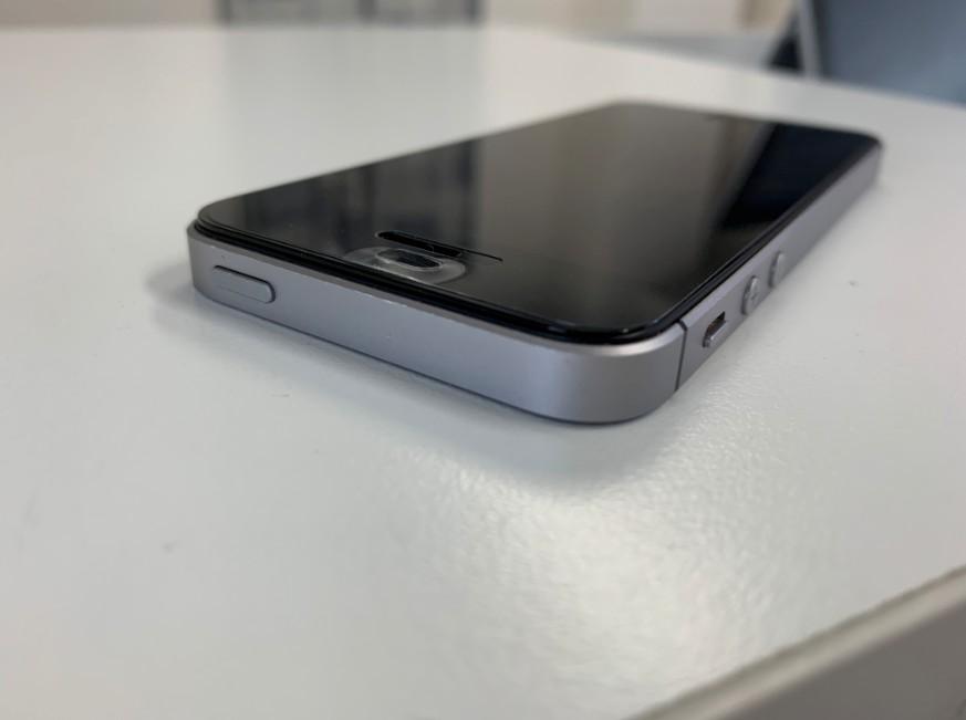 バッテリー交換修理後の画面が本体に収まったiPhone5s