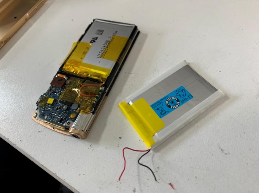 バッテリー交換修理途中のNW-S744