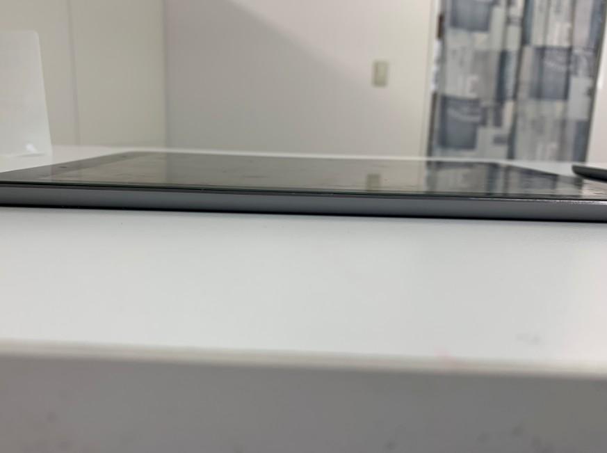バッテリー交換後画面の浮きがなくなったiPad Air2