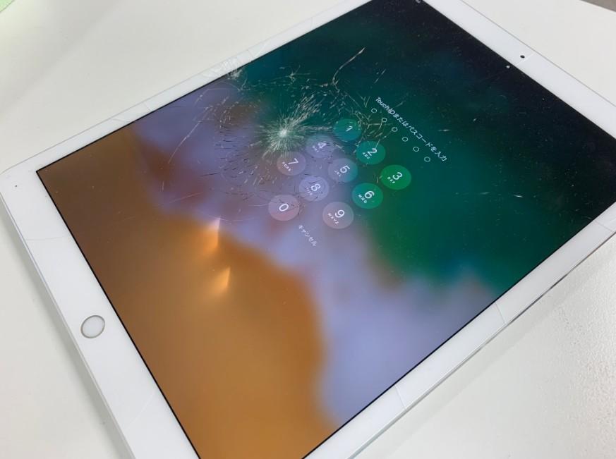 表面ガラスが割れて液漏れしているiPad Pro 12.9 第2世代