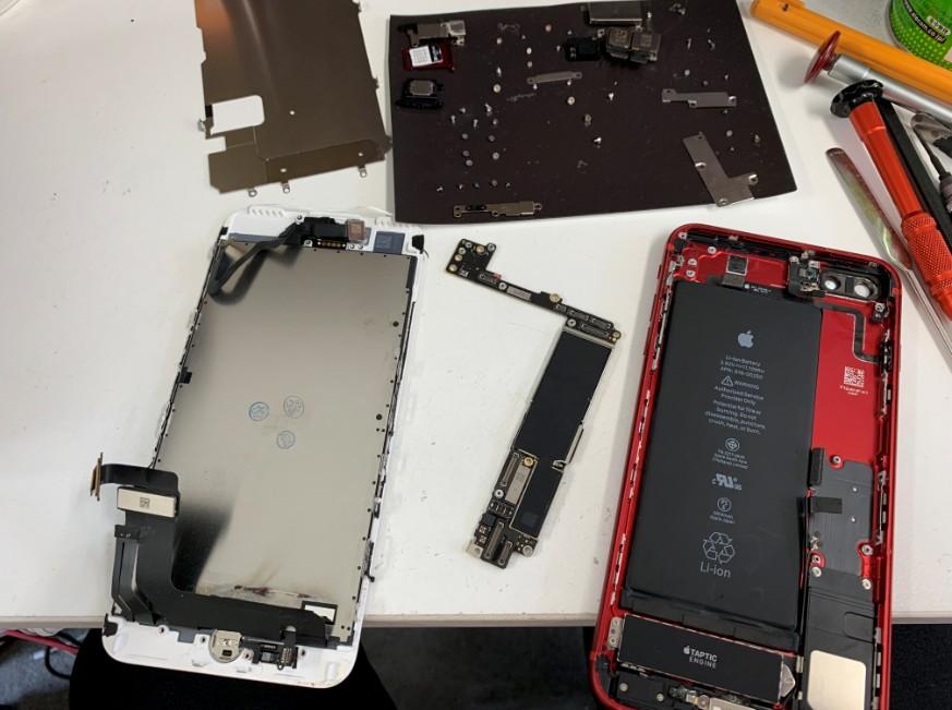 基板を外して洗浄乾燥途中のiPhone 7Plus