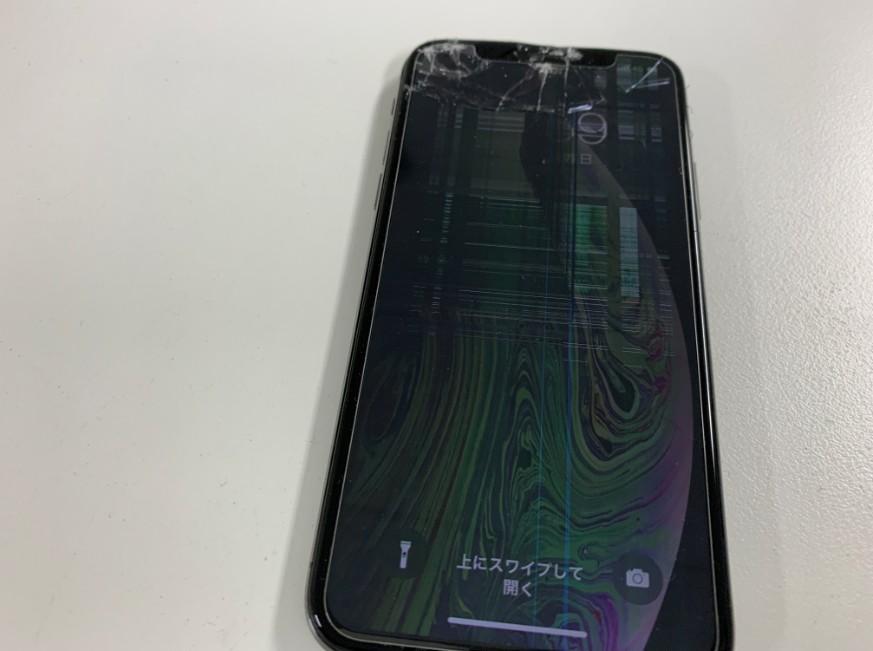 ガラスが割れ画面内に線が入っている操作出来ないiPhoneXS