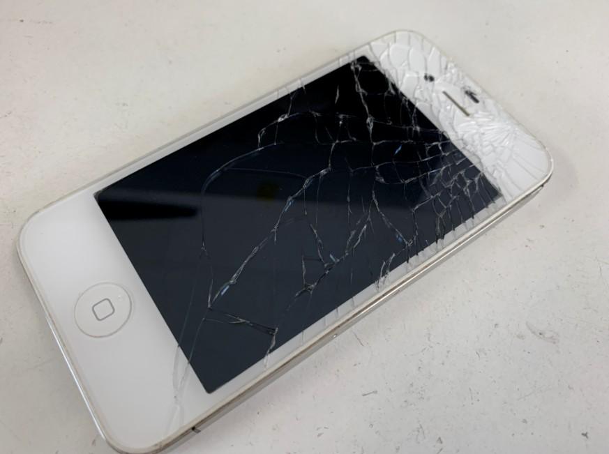液晶画面が割れたiPhone4
