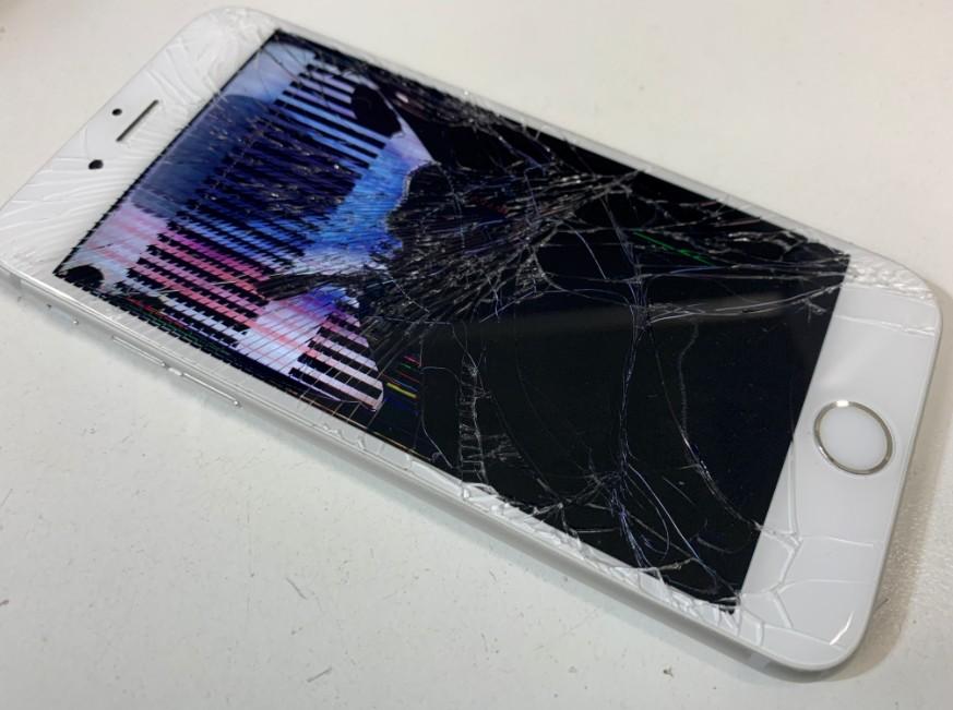 液晶画面が破損したiPhone8