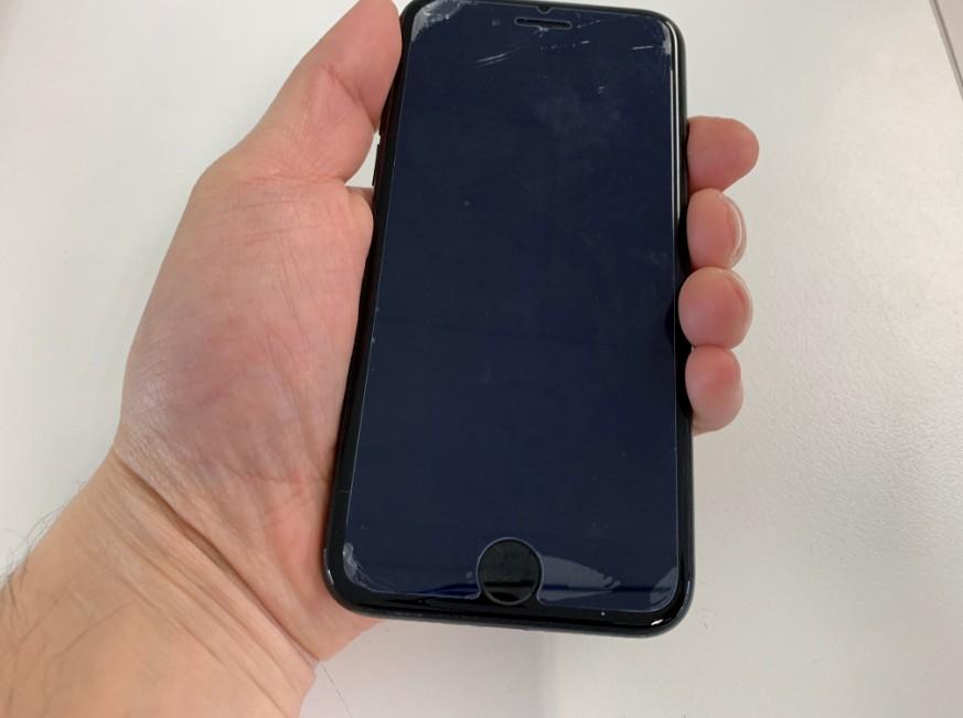 電源ボタンを押しても反応しないiPhone8