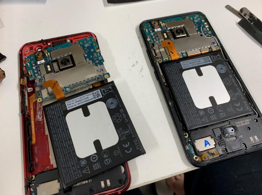 液晶画面交換修理途中のHTC U11