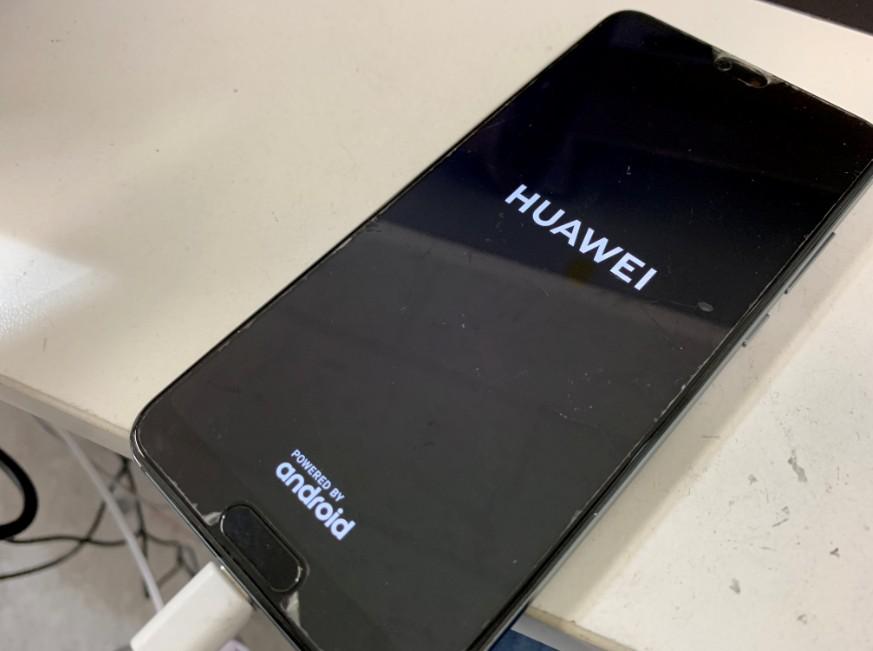 基板洗浄後のHUAWEI社のP20