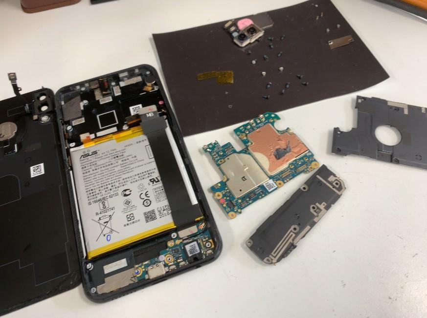 分解して基板洗浄&乾燥中のZenfone5(ZE620KL)