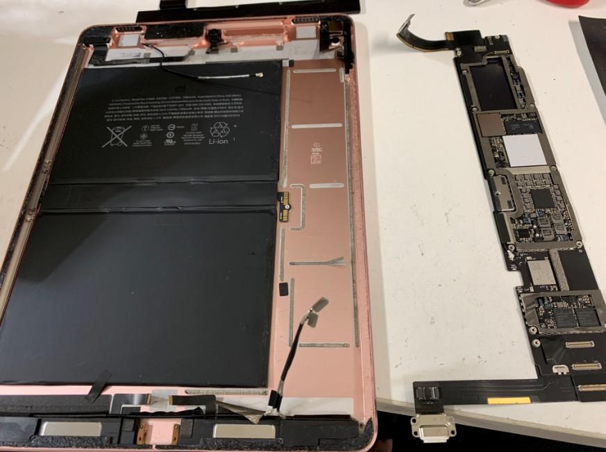 基板を外せたiPad Pro 9.7