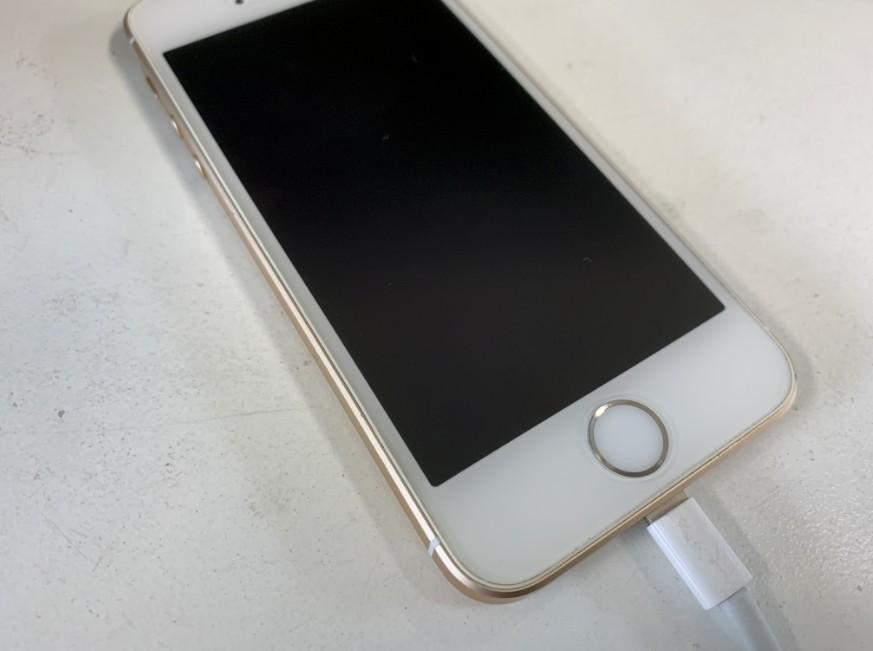 充電器が奥まで挿さらないiPhoneSE