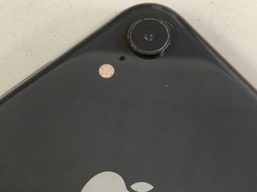 外側カメラレンズが割れてカメラがむき出しのiPhone XR