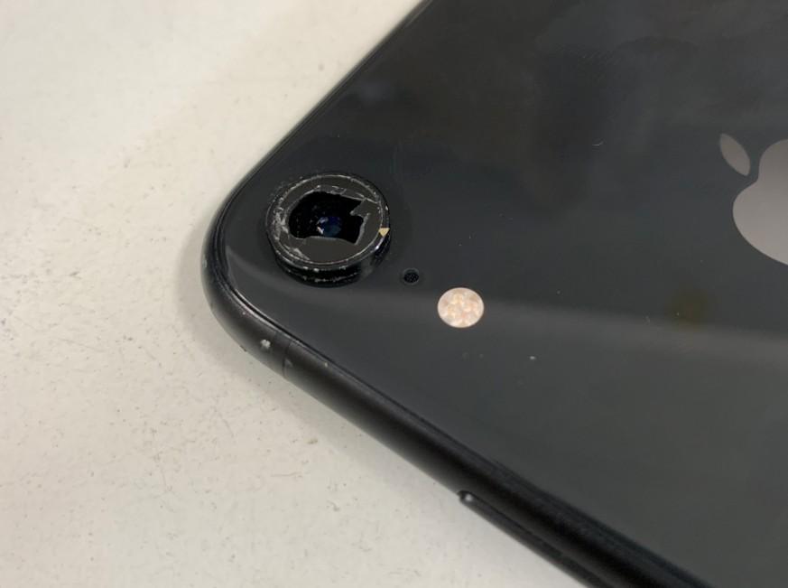 外側カメラレンズが割れているiPhone XR