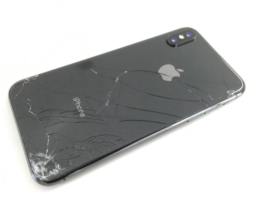 背面ガラスが割れているiPhone XS