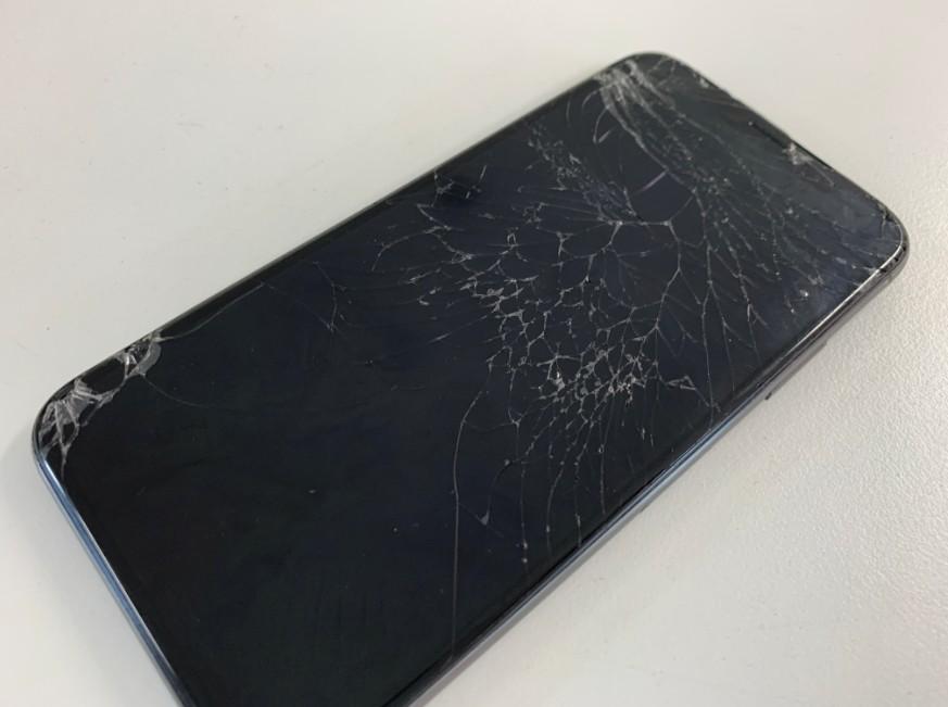 表面ガラスが割れて充電持ちも悪いiPhoneX(テン)