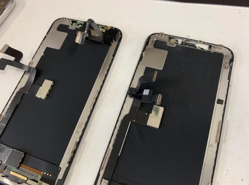画面パーツについたパーツを入れ替えているiPhoneX