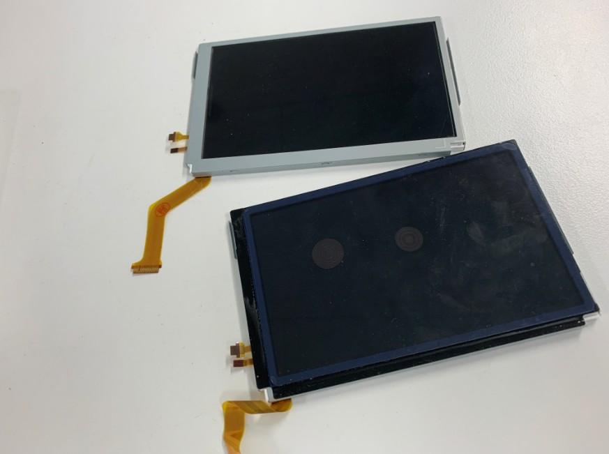 分解して上液晶画面を交換途中のNew 3DS LL