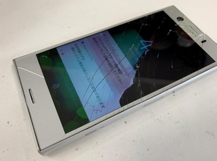 液晶画面が激しく損傷しているXperia XZ1 Compact(SO-02K)
