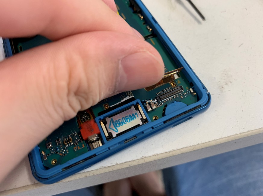 液晶画面のコネクタが外れていたXperia A4(SO-04G)