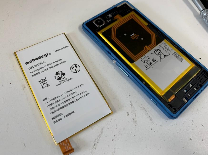 バッテリー交換修理途中の分解したXperia A4(SO-04G)