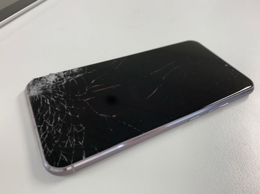 ガラスが割れて液晶画面に何も表示されないZenfone5z(ZC620KL)