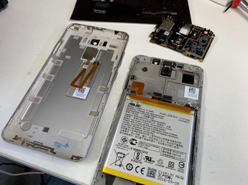 分解して基板を取り外したZenfone3 Laser(ZC551KL)