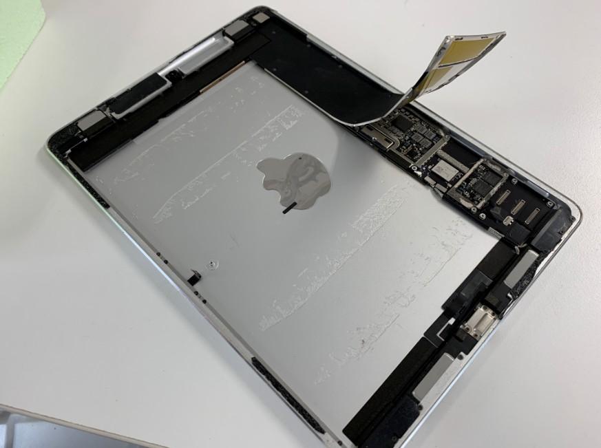 分解して内蔵バッテリーを取り外したiPad Pro 9.7