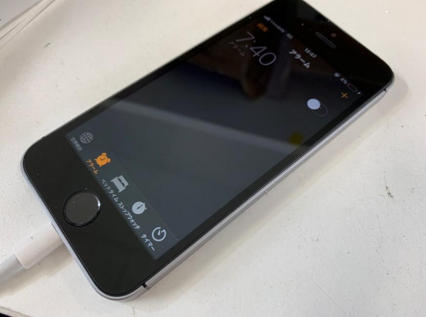 液晶画面交換修理後のアイフォンSE
