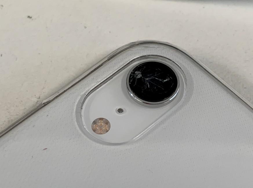 リアカメラカバーガラスが割れたアイフォンXR