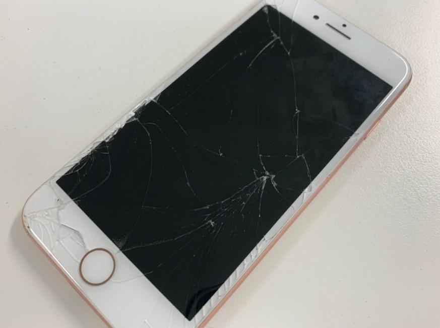 液晶画面が破損しているiPhone8