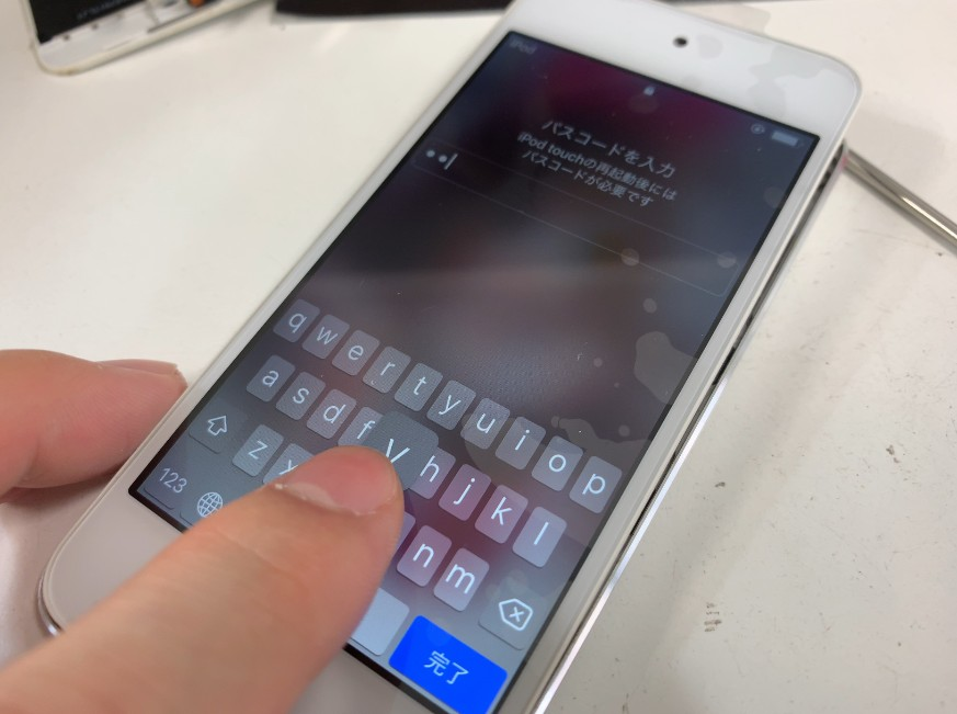 液晶画面交換修理後のタッチ操作出来るようになったiPod Touch第6世代