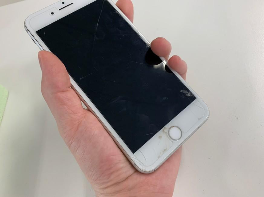 電源が入らない基板が故障したiPhone8Plus