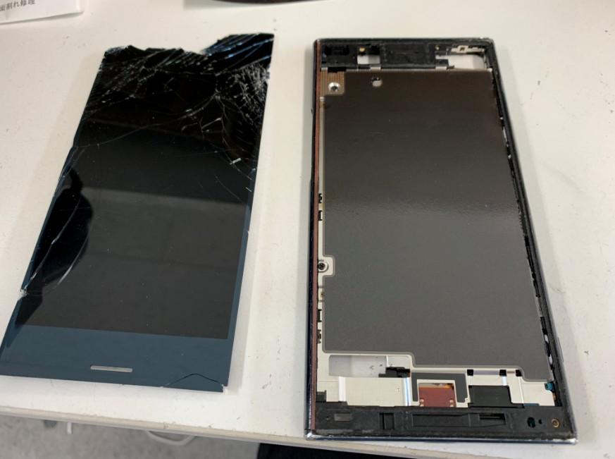 液晶画面を剥がしたXperia XZ premium(SO-04J)