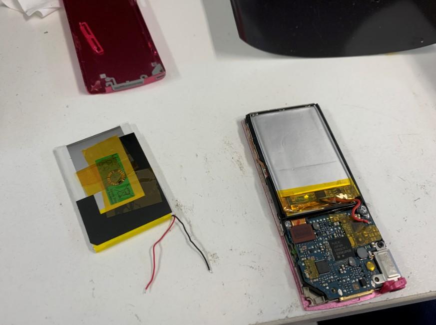 分解して内蔵バッテリーだけ交換しているNW-S644