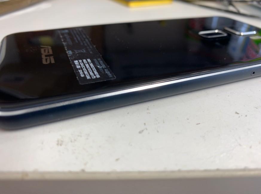 内蔵電池パック交換作業完了後のゼンフォン3(ZE520KL)