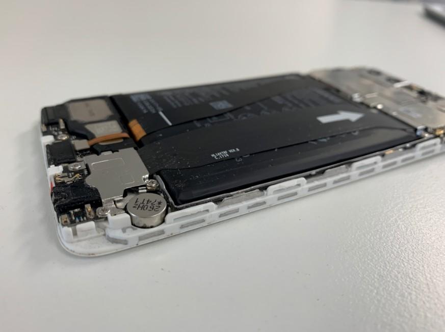 バッテリーがパンパンに膨らんだ分解したHUAWEI P10(VTR-L29)