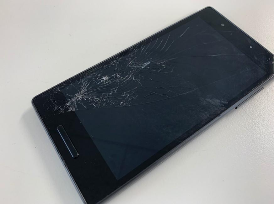 液晶画面が割れたQua Phone QX(KYV42)