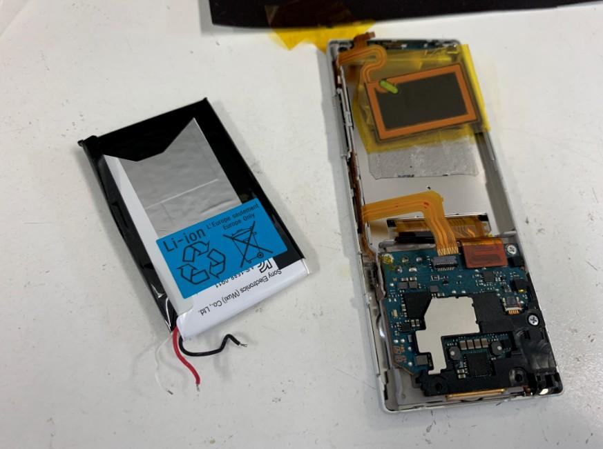 古い電池パックから新しい電池パックに交換したNW-A17