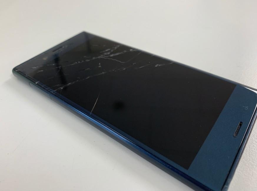 液晶画面が割れて何も表示されないXperia XZ