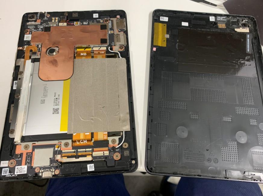 分解して内蔵バッテリー交換作業途中のZenPad3 8.0(Z581KL)