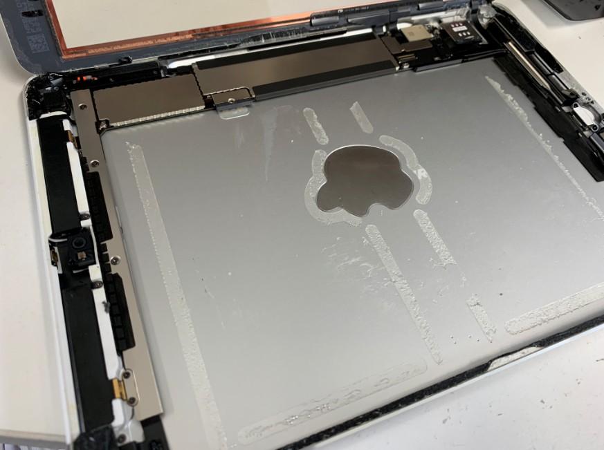 内蔵バッテリーを剥がしたiPad Air
