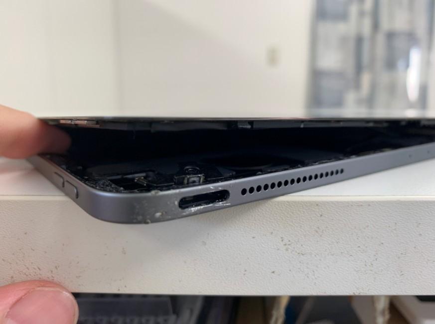 電源ボタンを外したiPad Pro 12.9 第3世代