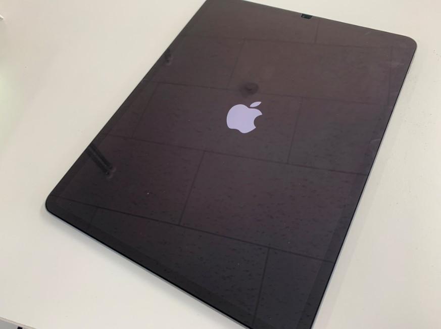 電源ボタンが押されっぱなしで電源が入らないiPad Pro 12.9 第3世代