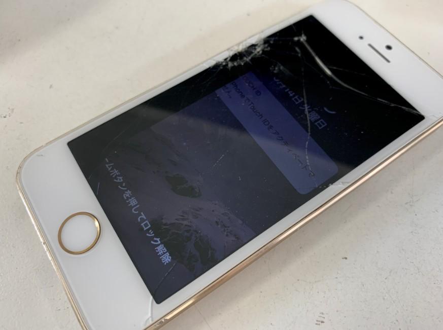 液晶画面がボロボロに割れているiPhone5s