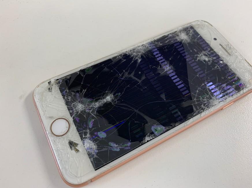 液晶画面がボロボロになってしまったiPhone8