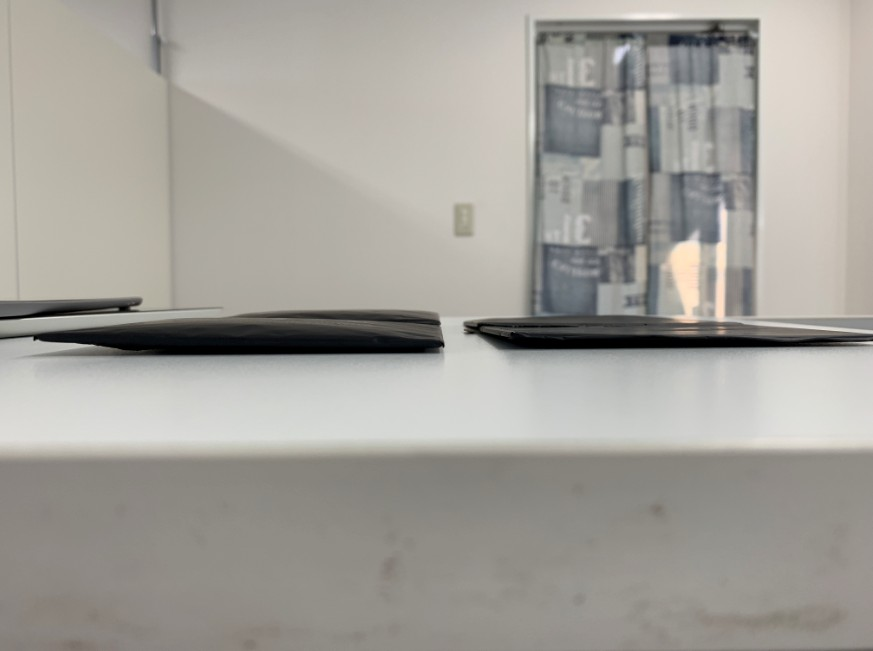 通常の厚みのバッテリーと比較したiPadpro9.7
