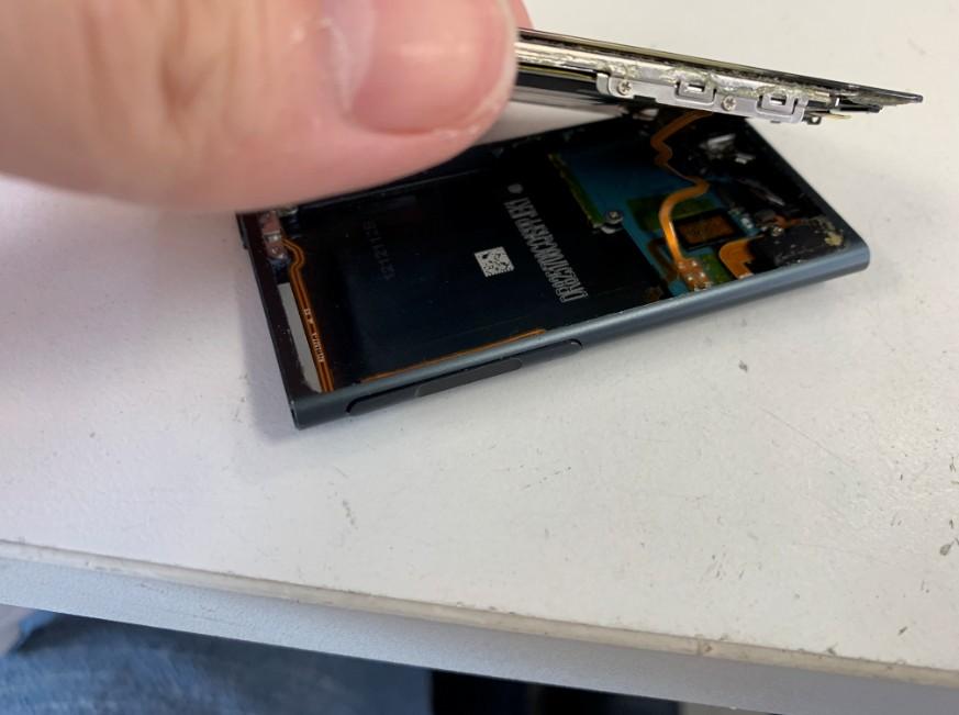 分解してバッテリー交換修理途中のiPod nano7