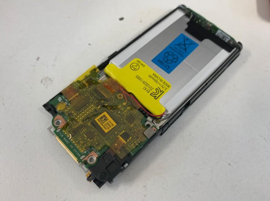 分解して内蔵バッテリー交換修理途中のウォークマン NW-S313