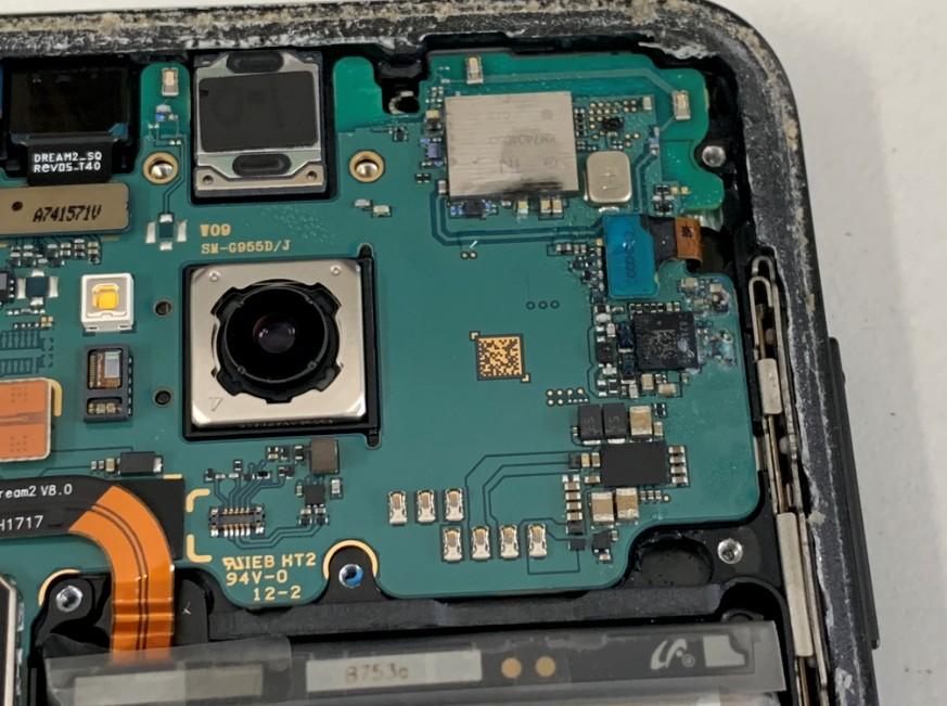 基板が腐食しているGalaxy S8+(SC-03J)