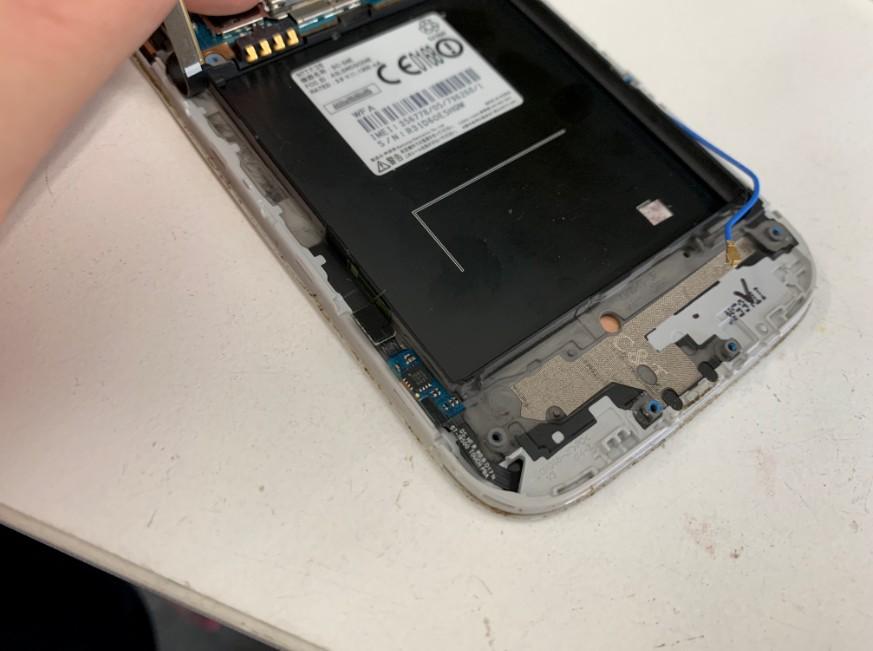 充電部分を除去したGalaxy S4(SC-04E)